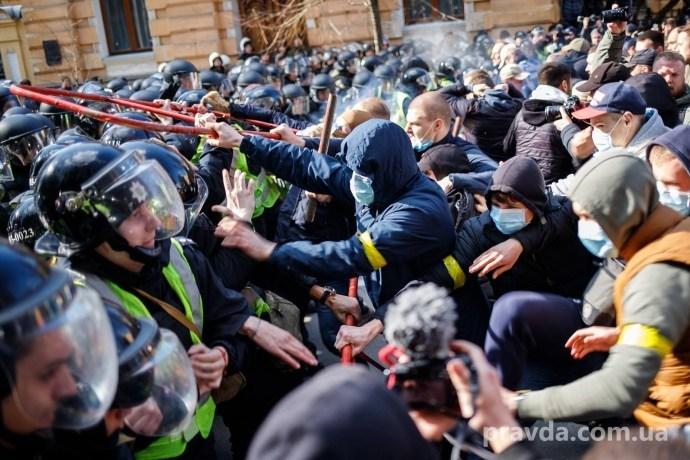 На Банкову прийшов Нацкорпус. Вимагають покарання винних у розкраданні оборонного бюджету (ФОТО)