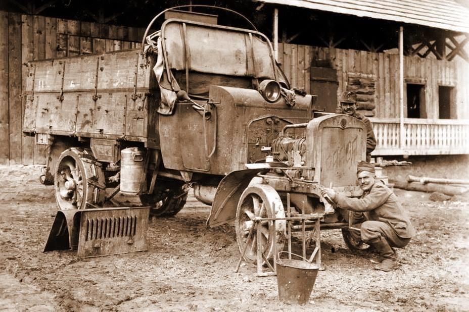 У соціальну мережу потрапило найдавніше фото ДТП на Тернопільщині, яка трапилась ще у в 1914-1918 роках (ФОТО)