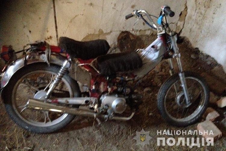 На Тернопільщині неповнолітні хлопці пішли на злочин: підлітки викрали мопед (ФОТО)