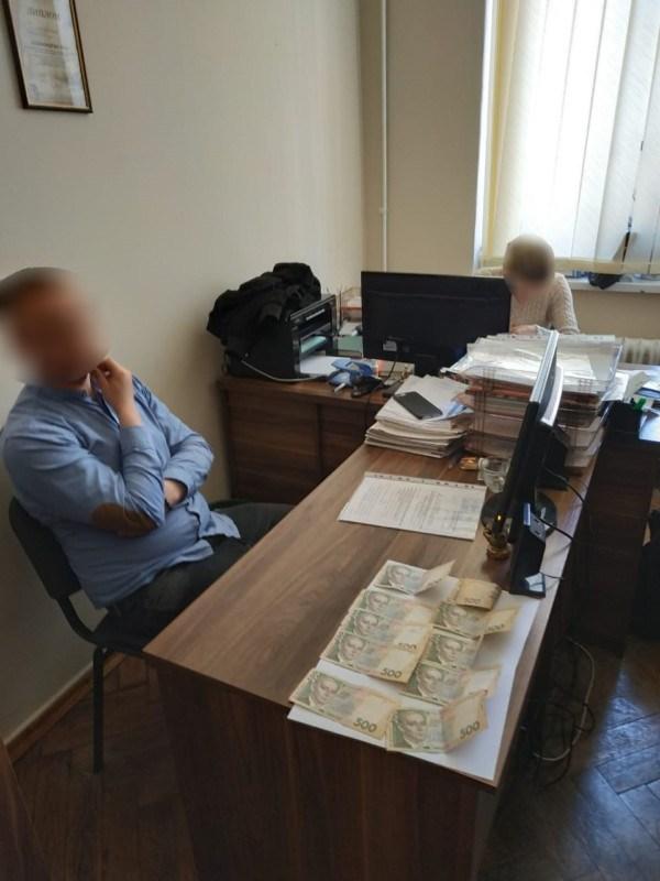 На Тернопільщині спіймали начальника на хабарі (ФОТО)