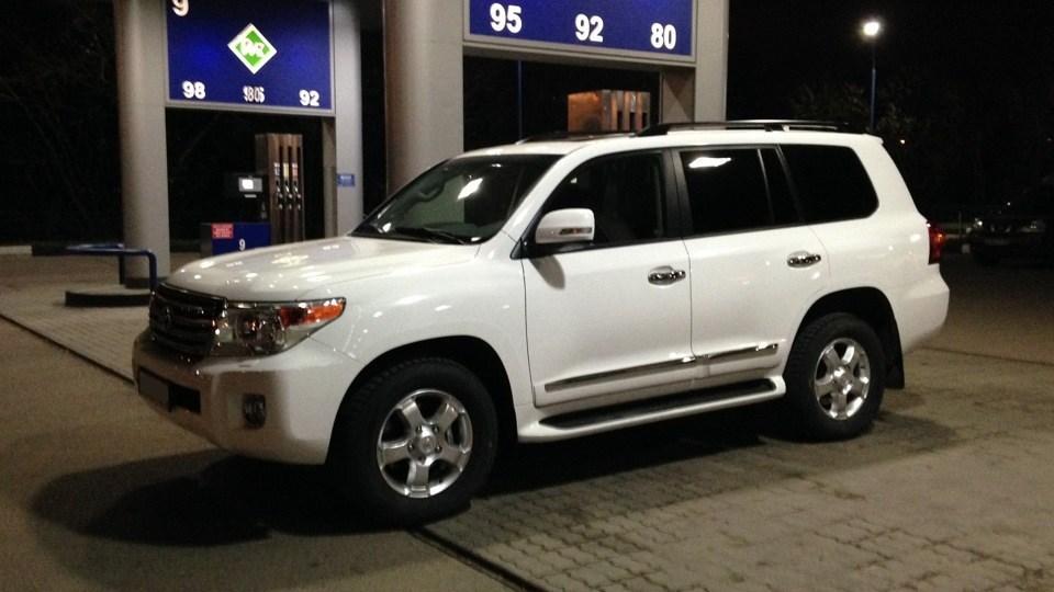 У Тернополі вночі у жінки викрали дорогий автомобіль «Toyota Land Cruiser»