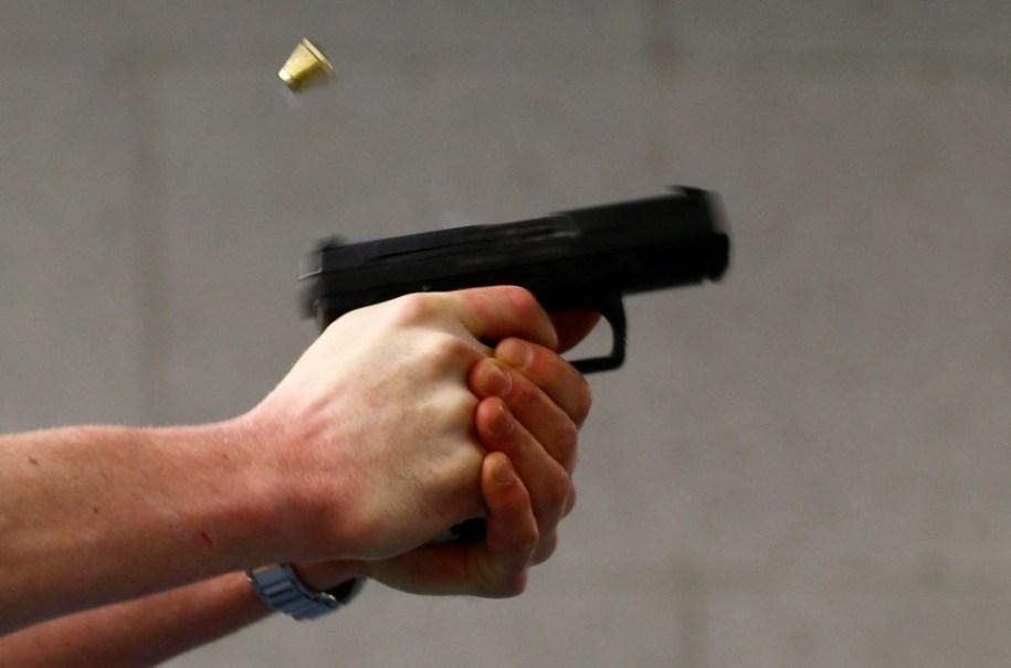 На Тернопільщині злочинці напали на чоловіка: прострелили йому ногу, а потім силою забрали автомобіль