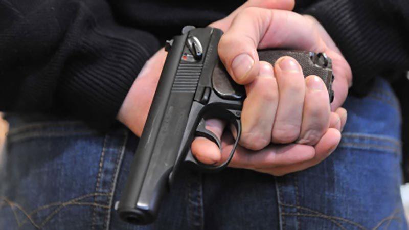 На Тернопільщині через борг 20 тисяч гривень чоловікові прострелили ногу і забрали авто