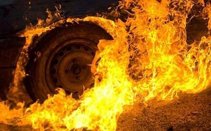 Пожежа на Тернопільщині: з невідомих причин загорівся автомобіль