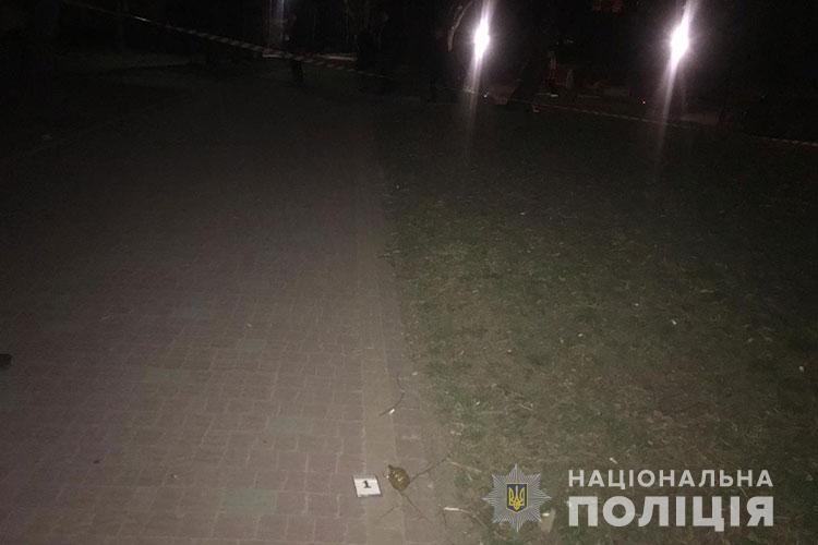 У Тернополі біля дитячого майданчику знайшли гранату Ф-1 (ВІДЕО)