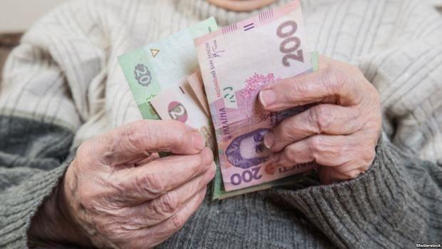 """Фальшиві """"комунальники"""" обікрали пенсіонерку"""
