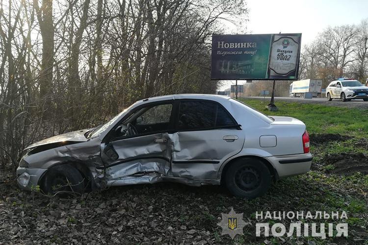 На автодорозі Тернопіль-Львів зіткнулися ВАЗ-2109 та Mazda (ФОТО)