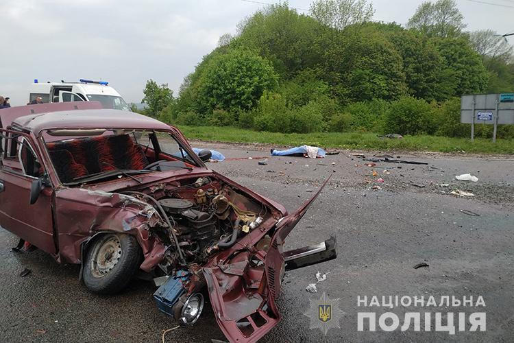 Смертельна аварія біля Тернополя: загинули чоловік і жінка (ФОТО)