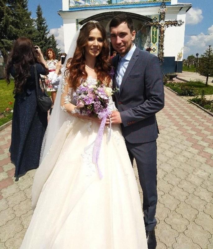 У Тернополі біатлоністка Марія Кручова одружилася з російським чемпіоном Логіновим (ФОТО)