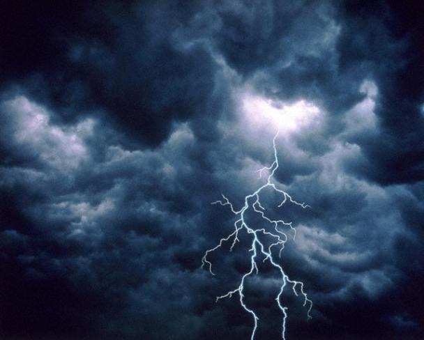 Синоптики попереджають про грози та шквальний вітер
