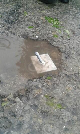 Небезпека на Тернопільщині: невідомі порозкидали по дорозі металеві шпичаки (ФОТО)