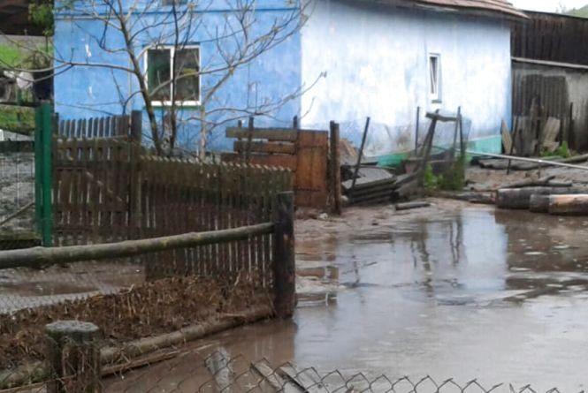 Злива на Тернопільщині знову наробила біди – люди не можуть вийти з помешкань (ФОТО)