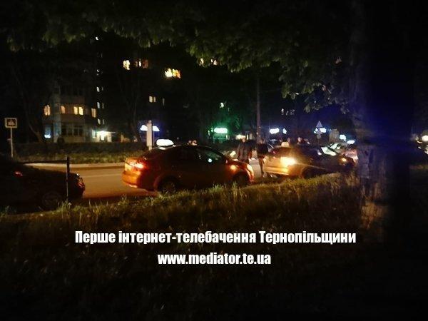 """Смертельна аварія у Тернополі: водій на """"євробляхах"""" збив чоловіка (ФОТО)"""