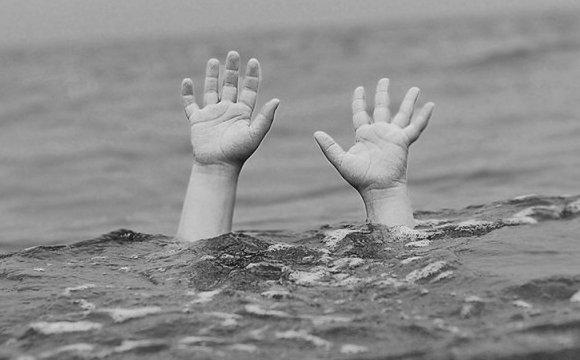 Лікарям не вдалося повернути дитину до життя: на Тернопільщині втопився хлопчик