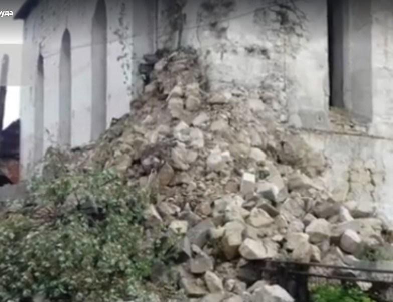 Після злив на Тернопільщині обвалилася синагога (ВІДЕО)