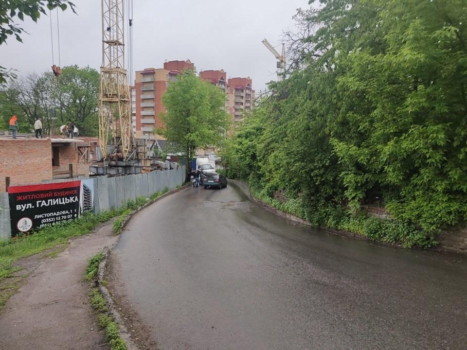 """У Тернополі водій поїхав проти """"шерсті"""" і влаштував потрійну аварію (ФОТО)"""
