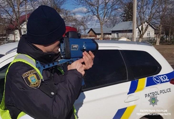 """На Великдень патрульні оштрафували майже сотню """"шумахерів"""""""
