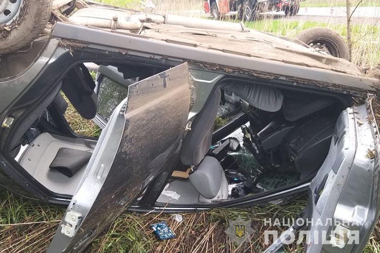 Аварія на Тернопільщині: перекинувся автомобіль, троє травмованих (ФОТО)