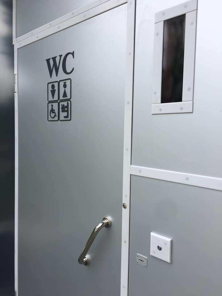 На Тернопільщині встановили туалет, який пристосований для людей з інвалідністю та батьків з дітьми (ФОТО)
