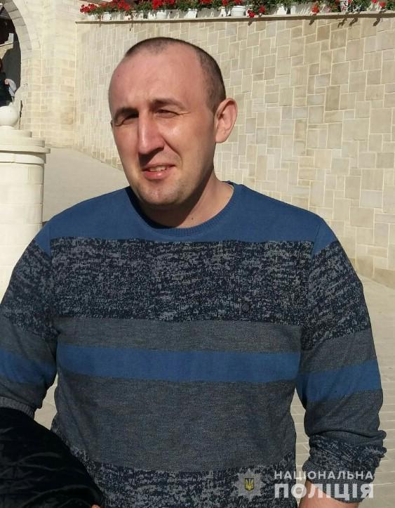 На Тернопільщині чоловік виїхав з дому на автомобілі «Вольво» і пропав (ФОТО)