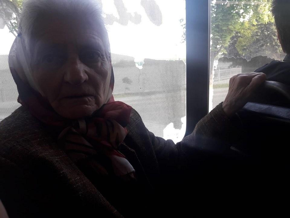 «Війну бачила, але фашисти були добрішими… і так не матюкалися…» – у Тернополі водій маршрутки облаяв бабцю (ФОТО)