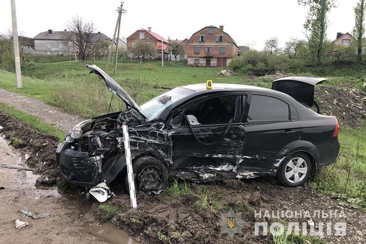 У реанімацію після ДТП: на Тернопільщині трапилася масштабна аварія (ФОТО)
