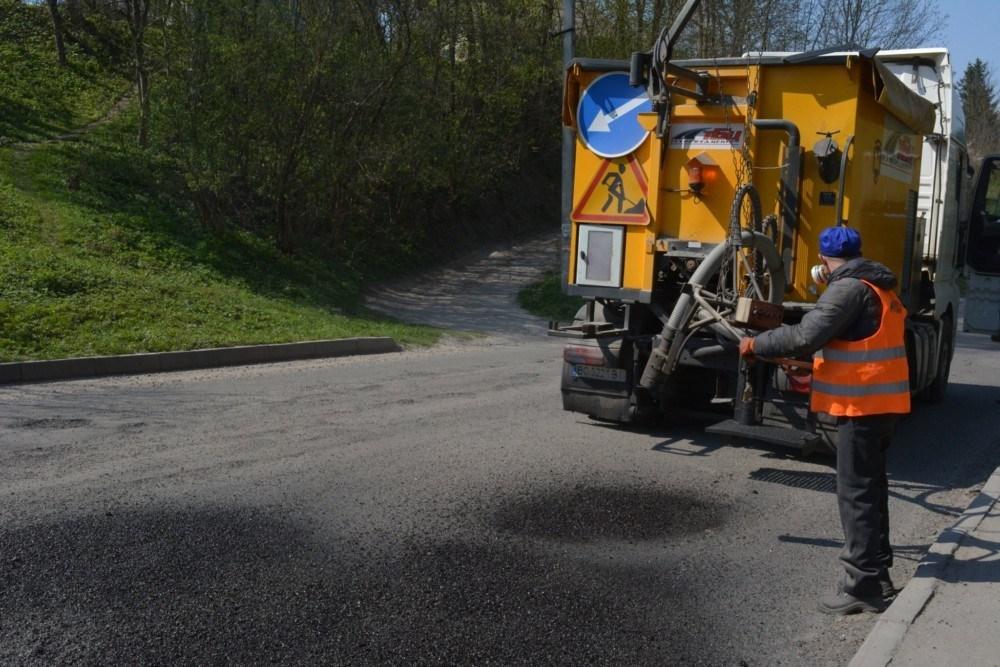 2 травня на дорогах Тернопільщини проводять ремонт