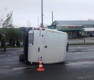 """Резонансна аварія біля Тернополя: через п'яного водія перекинувся """"Мерседес"""" (ФОТО)"""