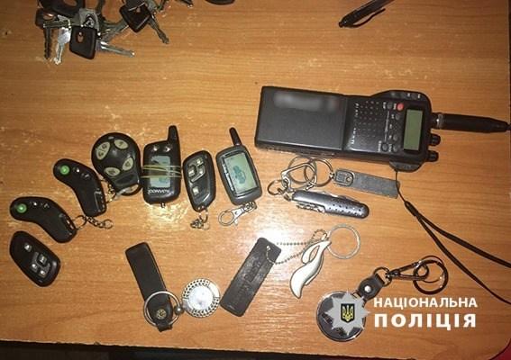 """Поліція спіймала злочинців, які """"перебивали"""" номери на викрадених з Європи авто (ФОТО)"""