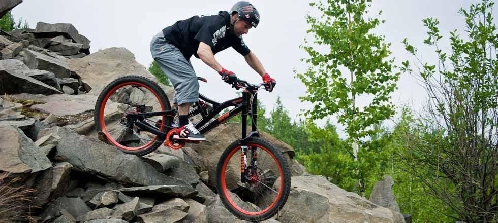 Двохпідвісні велосипеди: спортивний снаряд, або необхідність