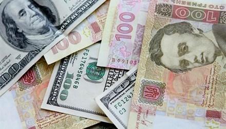 На Тернопільщині 21-річний працівник банку привласник 150 тисяч гривень та 7 тисяч доларів