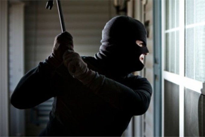 Розбій на Тернопільщині: на родину підприємця напали грабіжники в масках