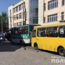 У Тернополі під колесами маршрутки загинула жінка. Шукають свідків ДТП (ФОТО)