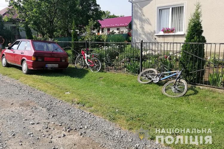На Тернопільщині водій збив двох дітей на велосипедах (ФОТО)