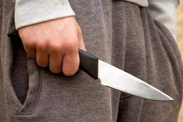 Тернополянин ударив кулаком по лобовому склі, а потім підрізав ножем водія