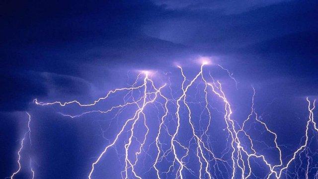 Блискавка у Тернополі завдала шкоди людям на кілька сотень тисяч гривень
