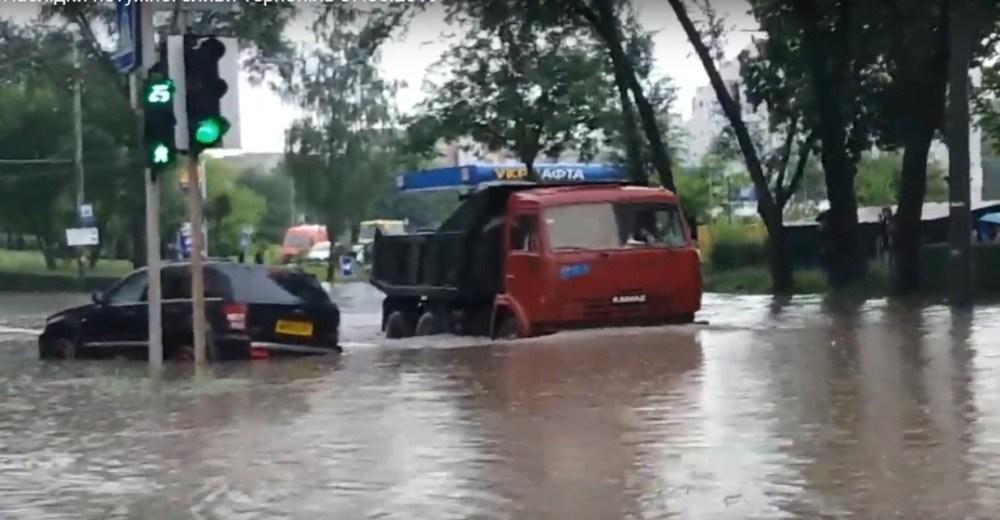 Наслідки потужної зливи у Тернополі (ВІДЕО)