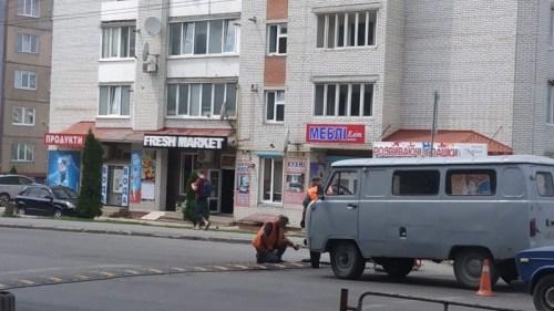 """У Тернополі на вулиці Тарнавського встановили """"лежачого поліцейського"""" (ФОТО)"""