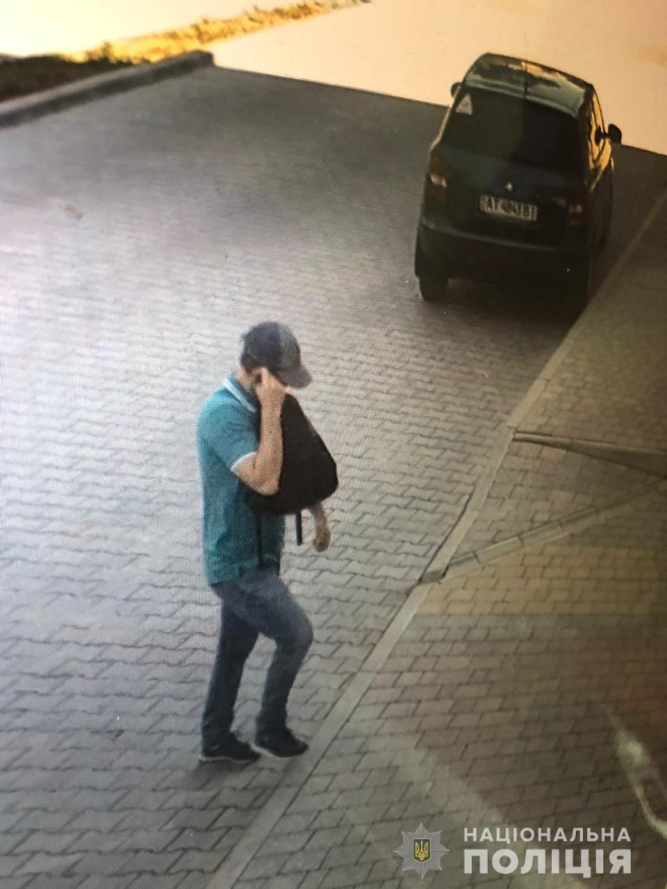 Злодій заліз у квартиру жінки: тернополянка втратила 35000 грн (ВІДЕО)