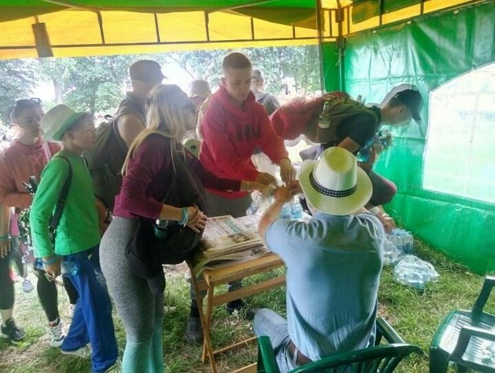 Спраглого – напоїти: Аграрна партія допомагає паломникам до Зарваниці