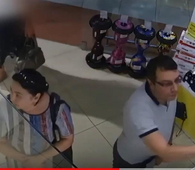 """У Тернополі з магазину в """"Подолянах"""" викрали «Iphone X». Є відео"""