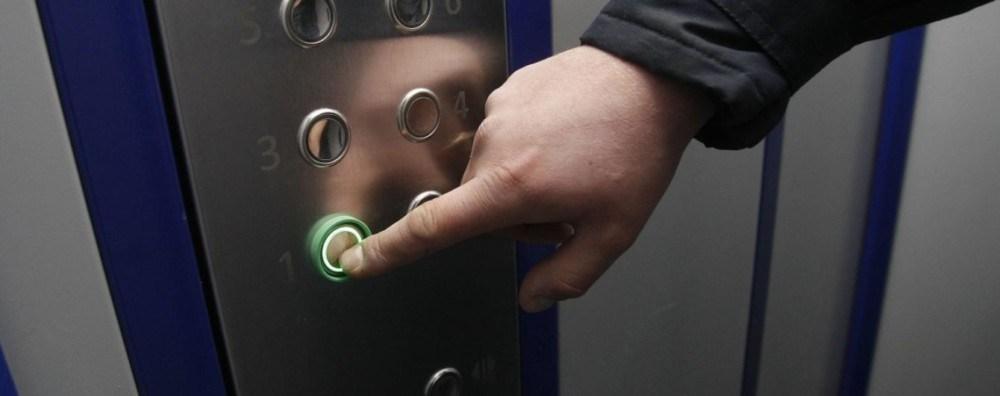 У Тернополі люди застрягли в ліфті: дитина почала задихатися
