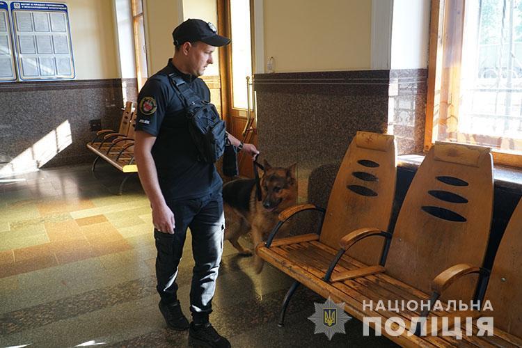 """Поліція спіймала чоловіка, який """"замінував"""" тернопільський вокзал (ФОТО)"""