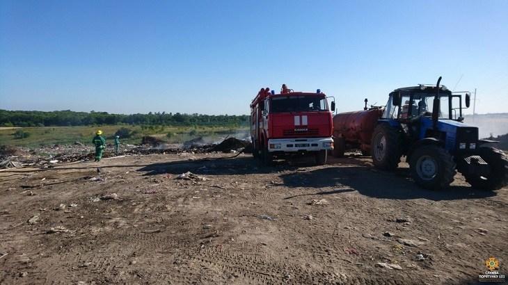 На Тернопільщині гасять масштабну пожежу на сміттєзвалищі (ФОТО)