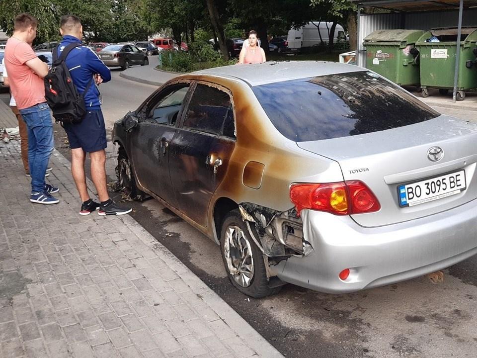 У Тернополі вночі горіли автомобілі (ФОТО)