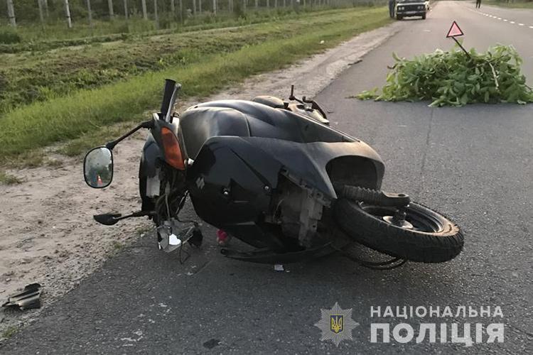 У аварії потрапили три скутериста: загинула дівчина (ФОТО)