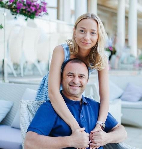 Віктор Павлік позував на фото з молодою коханою (ФОТО)