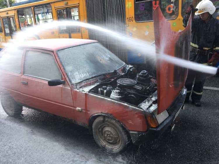У Тернополі під час руху загорівся автомобіль (ФОТО)