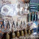 На Тернопільщині у чоловіка знайшли арсенал зброї та предмети, які взагалі заборонені на території України