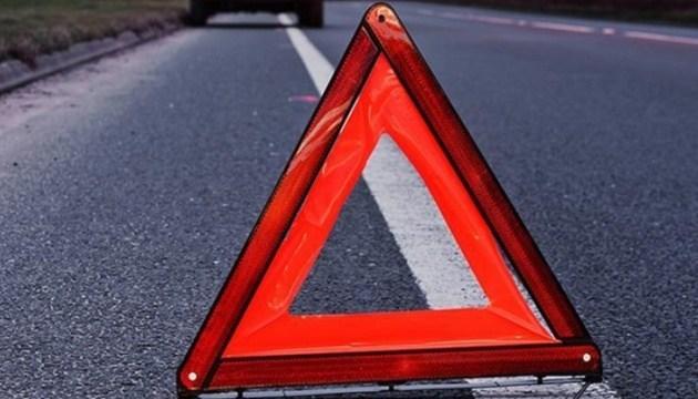 На Тернопільщині водій буса збив жінку: розшукують свідків аварії